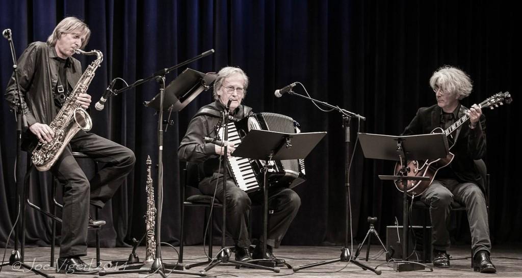 Swinging Days 2700, Jazz Festival w/ Sigi Finkel (Saxofone), Karl Hodina (Gesang, Akkordeon), und Vlado Blum (Gitarre) Foto Credits: Joe Vigerl 2014
